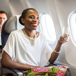 Before their meal Economy Plus passengers are treated to a glass of champagne and luxury items │© Brussels Airlines
