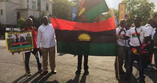 Biafra protests outside the UN campus in Bonn, Germany. Raising the Biafran flag in Nigeria could get you into prison, or worse, cost your life, according to some of the protesters / © Deutsche Welle