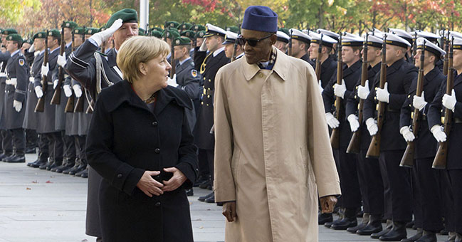 Chancellor Merkel and President Buhari inspect a ceremonial guard of honour at the grounds of the Federal Chancellery on Friday [14 October] in Berlin / © Bundesregierung/Eckel
