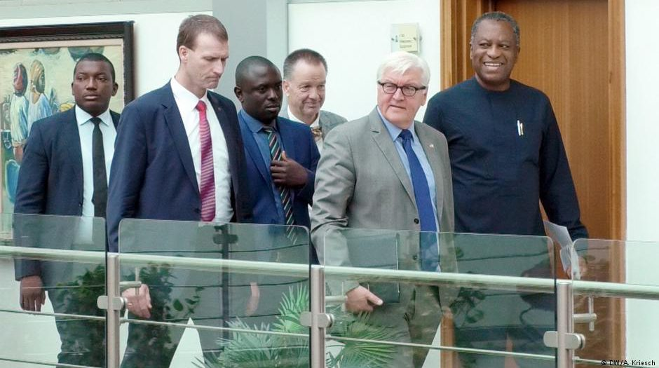 Nigeria's foreign minister, Geoffrey Onyeama (right), and his German counterpart, Frank Walter Steinmeier (2nd from right), in Abuja / © Deutsche Welle